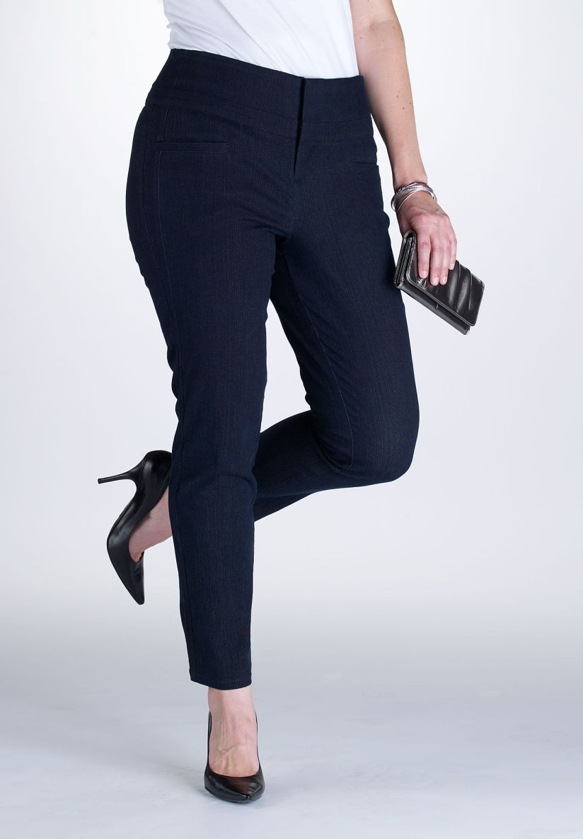 There ARE skinny jeans for plus-size ladies!!